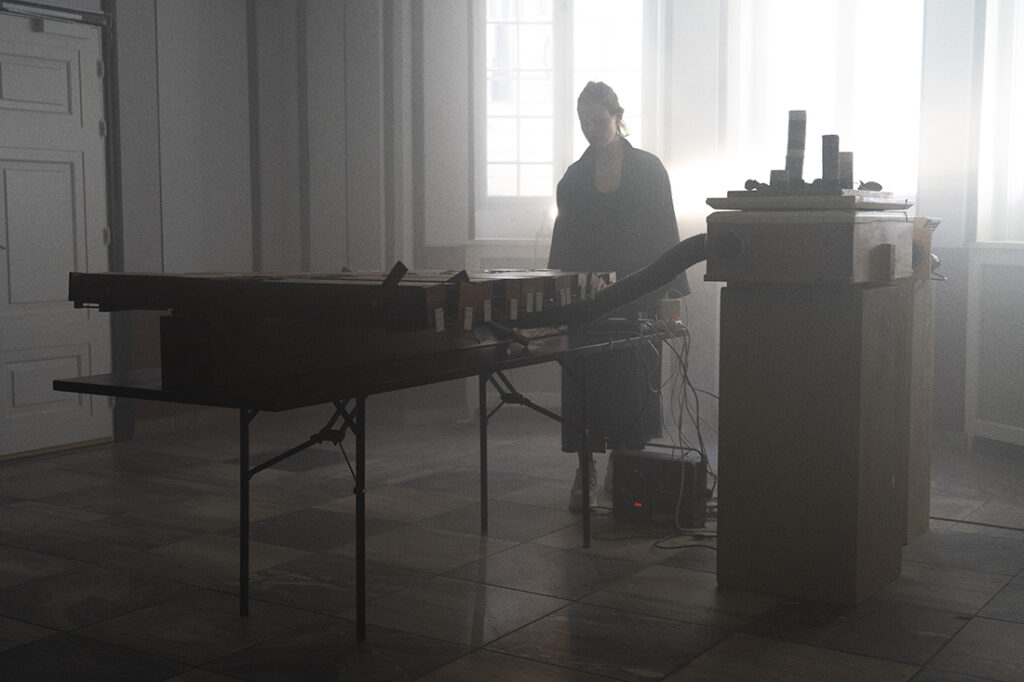 Ragnhild May, Slow Waves, Performance